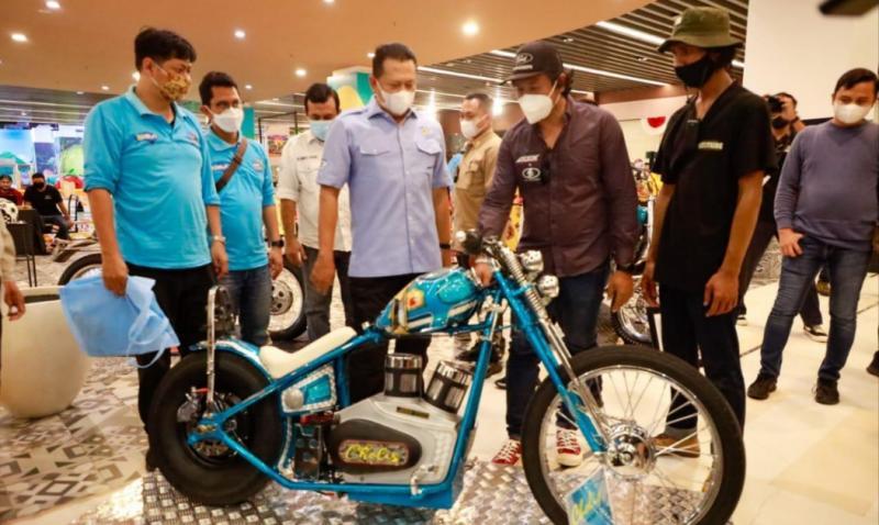 Bamsoet saat mengunjungi event Mototribe Show 2021 di Afternoon Cruisin, Bali hari ini