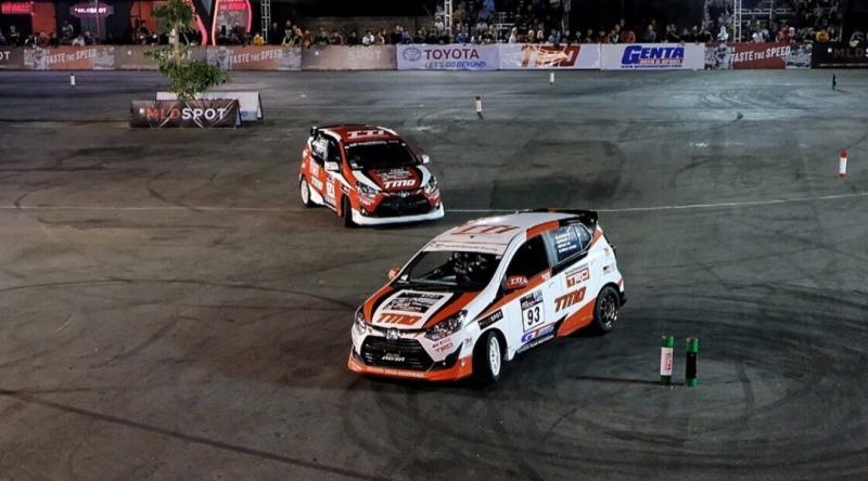 Aksi peslalom Toyota Team Indonesia pada Kejurnas Slalom yang diselenggarakan pronas Genta Auto & Sport. (foto : TTI)