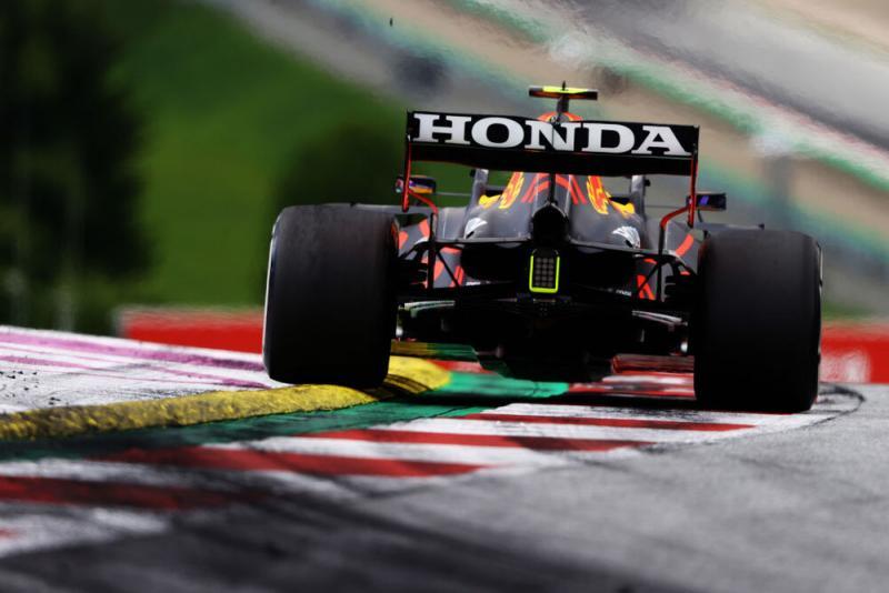 RB16B dengan rear wing dan mesin baru, sukses permalukan Mercedes di Red Bull Ring. (Foto: f1)