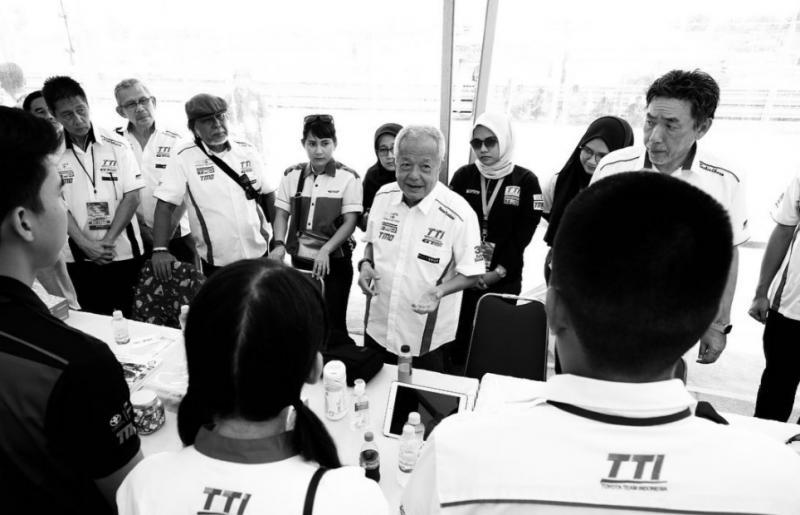 Memet Djumhana, sosok friendly yang bekerja dengan hati dan dekat dengan semua skuad Toyota Team Indonesia. (foto : ig TTI)