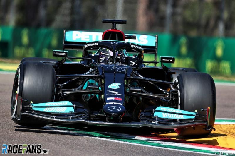 Lewis Hamilton (Inggris/Mercedes) yang tengah terseok di atas W12 musim ini. (Foto: racefans)
