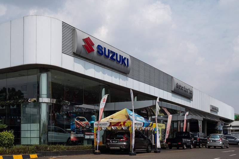 Sebuah diler Suzuki yang tetap melayani konsumen sesuai dengan arahan pemerintah di masa PPKM Darurat