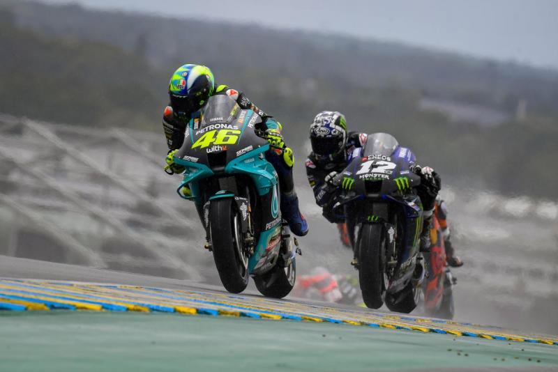 Valentino Rossi (Italia/Petroans Yamaha) bersama Maverick Vinales (Spanyol/Yamaha) sama-sama tanda tanya untuk 2022. (Foto: motogp)