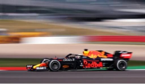 Max Verstappen (Belanda/Red Bull Honda) untuk sementara berjaya di kandang lawan, sirkuit Silverstone Inggris. (Foto: redbull)