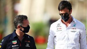 Christian Horner (kiri) dan Toto Wolff, petinggi tim Red Bull Honda dan Mercedes yang kini sibuk perang di luar trek F1. (Foto: redbullcontentpool)