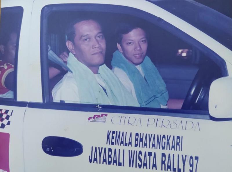 Raditia Amin (kiri) dan Suryo Putranto saat mengikuti Kemala Bhayangkari JawaBali Rally Wisata tahun 1997