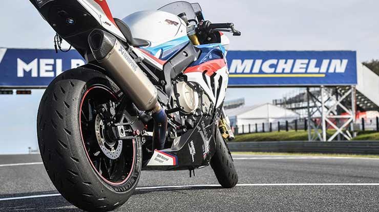Ban Michelin yang nyaman digunakan untuk motor sport ketika berakselerasi kencang