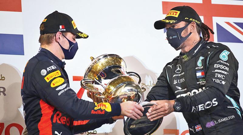 Max Verstappen dan Lewis Hamilton, bukan teman yang akrab di luar lintasan. (Foto: ist)