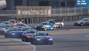 Daffa AB (mobil nomor 1) memimpin balapan Elite Class round 3 Balap di Rumah 2021 Season 2 di sirkuit Laguna Seca