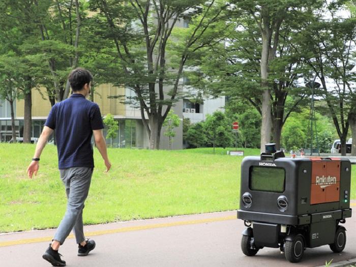 Robot pengatar barang Honda bekerjasama dengan Rakuten