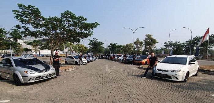 Member komunitas Proton Indonesia dalam sebuah activity yang membuat mereka semakin solid