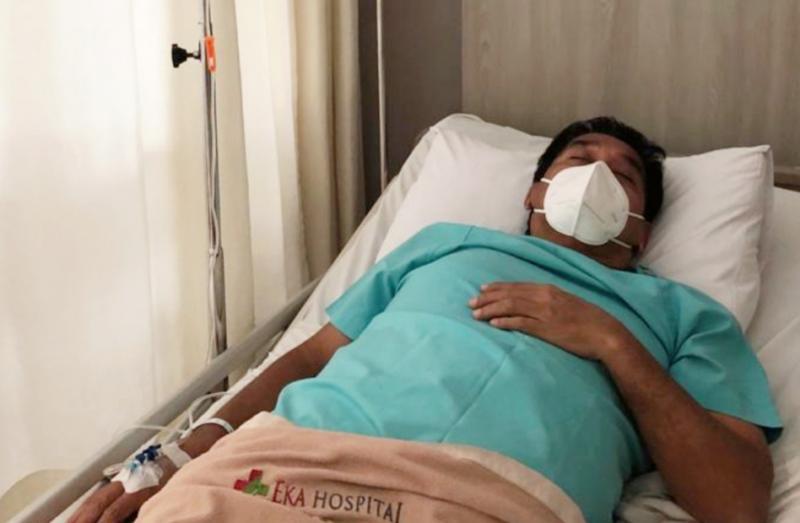 Donny SQ tengah melakukan recovery usai dilakukan tindakan operasi kista di bagian pinggangnya. (foto : ist)