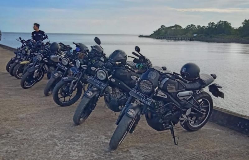 Pemotor asal Pontianak, Kalimantan Barat ini taklukkan alam menantang dengan Yamaha XSR 155 andalannya