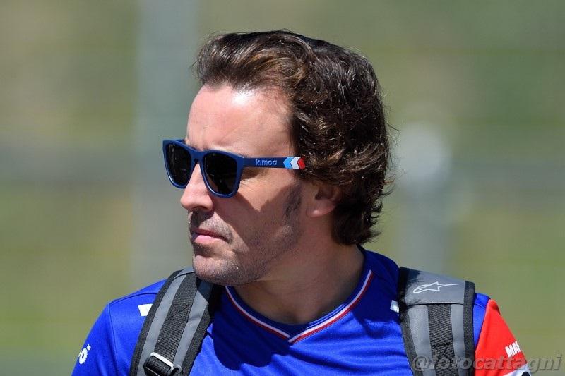 Fernando Alonso (Spanyol/Alpine) sang pria jahat di mata fans Lewis Hamilton dan orang Inggris. (Foot: oasport)