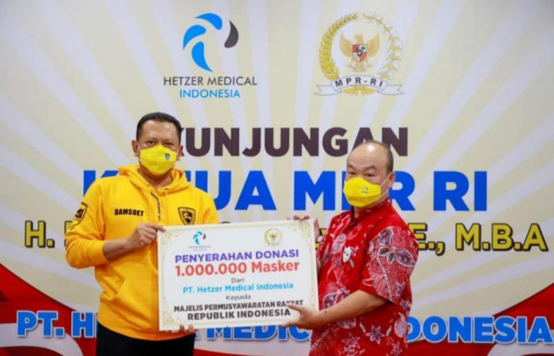 Ketum IMI Pusat Bamsoet kunjungi produsen masker dalam negeri di Cimahi, Bandung, Jawa Barat