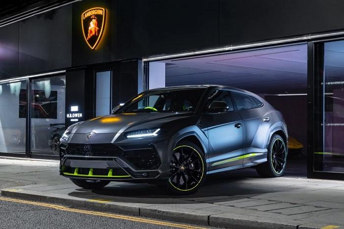 Tampilan keren Lamborghini yang dikirim ke pelanggan di Inggris