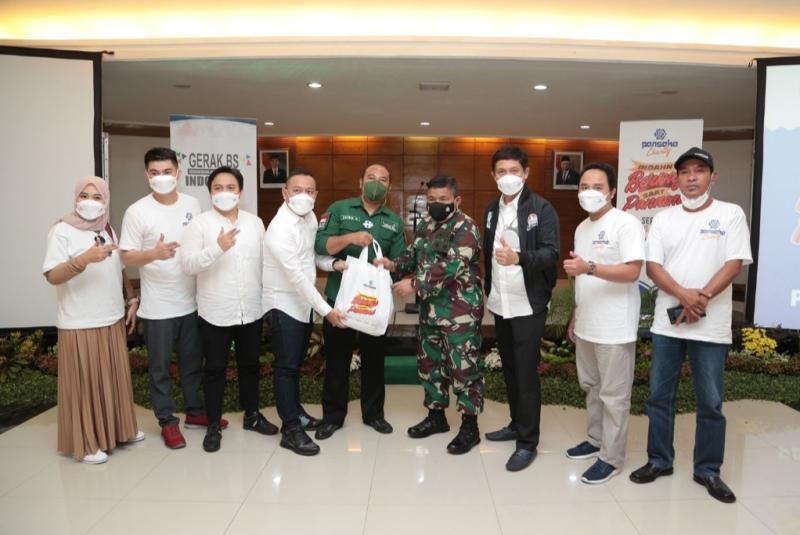 Asosiasi Penjualan Langsung Indonesia (APLI) berkolaborasi dengan GERAK BS memberikan bantuan 20 ribu paket sembako kepada Pemprov dan Polda Jawa Timur.