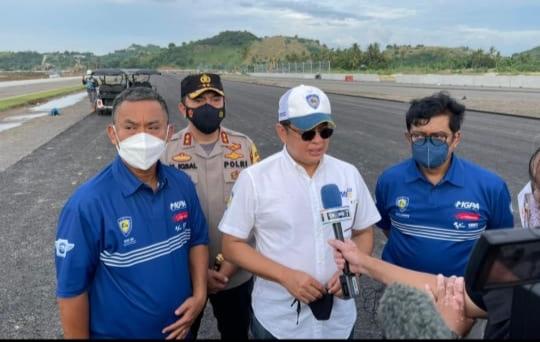 Bamsoet saat meninjau sirkuit MotoGP Mandalika di Lombok, Nusa Tenggara Barat didampingi Prasetyo Edi Marsudi dan Happy Harinto dari MGPA