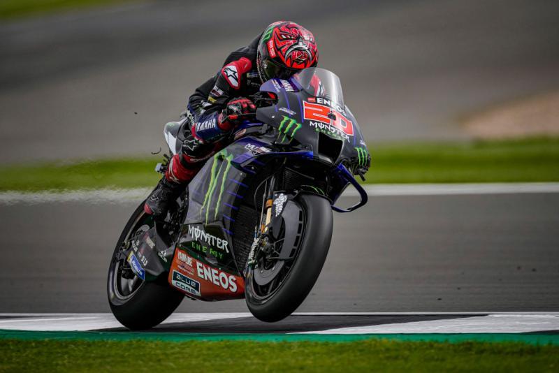 Fabio Quartararo cetak rekor baru untuk Monster Energy Yamaha dan dirinya sendiri bisa menang di Silverstone. (foto: Monster Energy Yamaha)