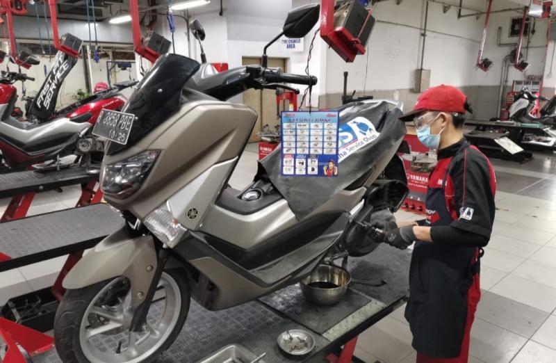 Tips perawatan sepeda motor selama PPKM bisa dilakukan di bengkel resmi terdekat