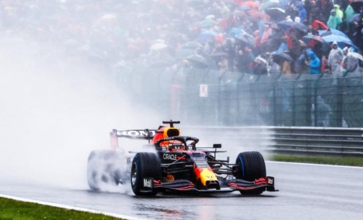 Max Verstappen dari tim Red Bull Honda membawa sukses penampilan ke-50 Honda bersama Red Bull