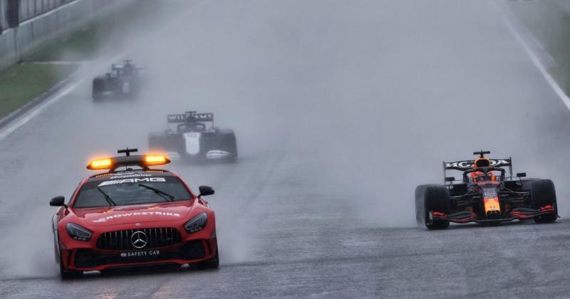Dua laps belakang Safety Car di GP Belgia yang munculkan sejumlah  kontroversi. (Foto: planetf1)