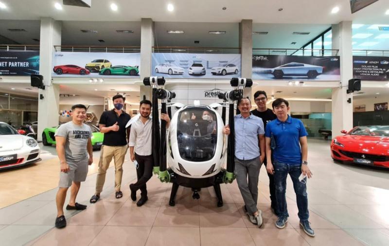 Taksi terbang EHang 126 dan Rudy Salim dari Prestige Image Motorcars yang wakil bendahara IMI Pusat, siap diperkenalkan 10 September mendatang