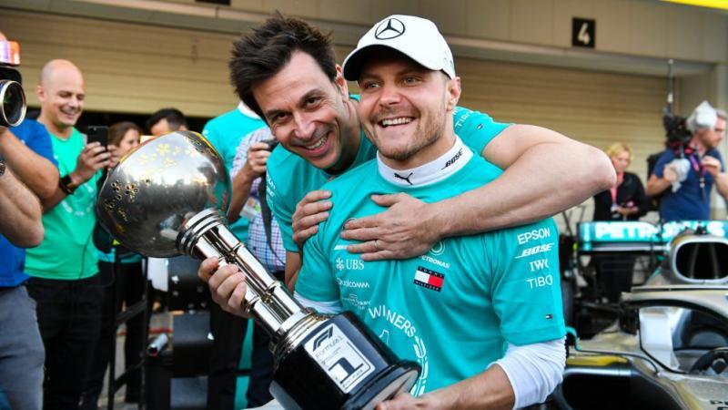 Valtteri Bottas dan Toto Wolff, hubungan personal yang naik turun di tim Mercedes. (Foto: f1)