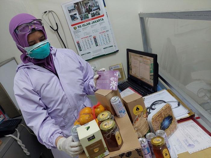 Tenaga kesehatan mendapat donasi paket imun dari Astra Honda Motor