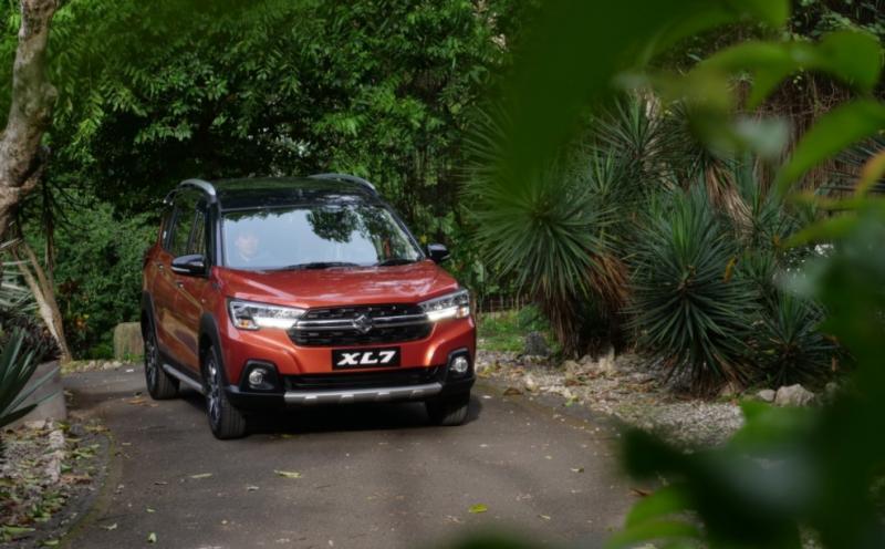 Suzuki XL7 saat menjelajah medan tanjakan dan turunan dalam sebuah test drive