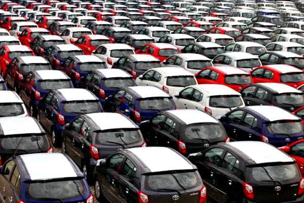 Deratan mobil Toyota yang diproduksi massal untuk ekspor