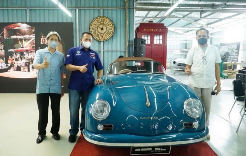 Bamsoet didampingi punggawa Tuksedo Studio Bali kunjungi mobil sport klasik Karya Anak Bangsa