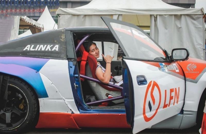 Alinka Hardianti saat memperkuat tim LFN turun di ajang Kejurnas Drift 2021, Lippo Karawaci, 20 Juni lalu. (foto : Ig alinka hardianti)