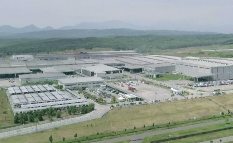Pabrik mobil Daihatsu milik PT Astra Daihatsu Motor di kawasan Jawa Barat