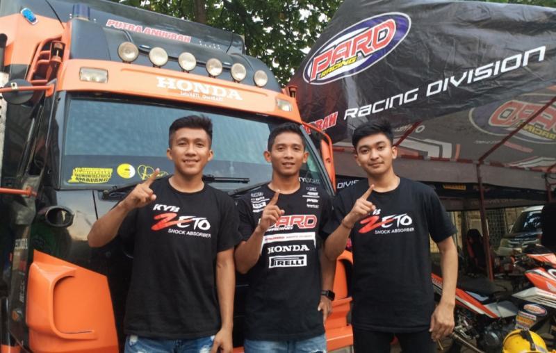 Dari kiri Faisal Si Doel Baharudin, M Erfin Firmansyah dan Amin Jakfar, siap tampil terbaik di putaran 2 Kejurnas Balap Motor Oneprix 2021