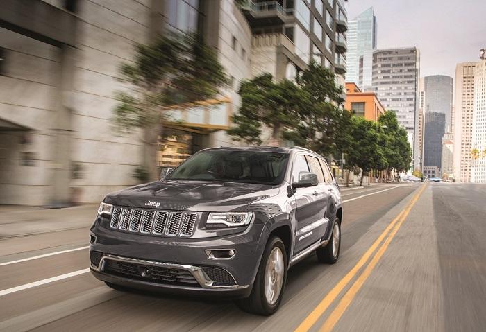 Model Jeep Grand Cherokee Summit yang terlihat tangguh dan macho