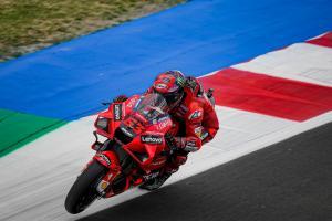 Local hero di GP San Marino, Francesco Bagnaia (Ducati) harus menang telak atas Fabio Quartararo guna dongkrak peluang berebut gelar. (Foto: ducati)