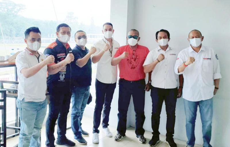 Dari kiri Defri Nasli, Frits Yohanes, Sadikin Aksa, Imam Sulisto, Syafrudin Chay, Yanuardi dan Anondo Eko hadir di Oneprix Sentul hari ini