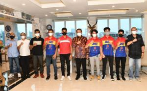 Bamsoet (tengah) saat menerima Delvintor dan Arsenio didampingi para pengurus IMI hari ini di Jakarta