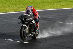 Tes rider Honda Stefan Bradl mulai menguji protype RC213V 2022 untuk kali pertama dalam tes Misano. (Foto: gpone)