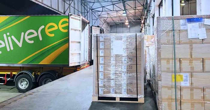 Truk Deliveree melakukan pengangkutan barang untuk pengiriman ke berbagai daerah
