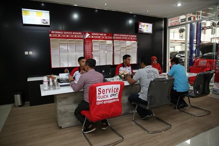 Tenaga after sales Mitsubishi melayani perawatan rutin mobil kostumer