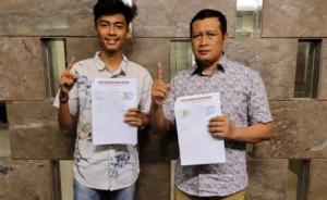 Aldiaz Aqsa Ismaya dan Frits Yohanes usai melakukan tanda tangan kontrak sebagai pembalap tim Honda PARD awal tahun 2021