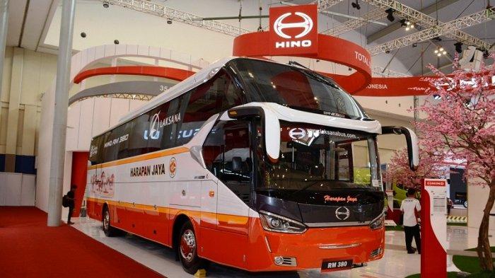 Ilsutrasi bus Hino yang diandalkan sebagai moda transportasi antar kota