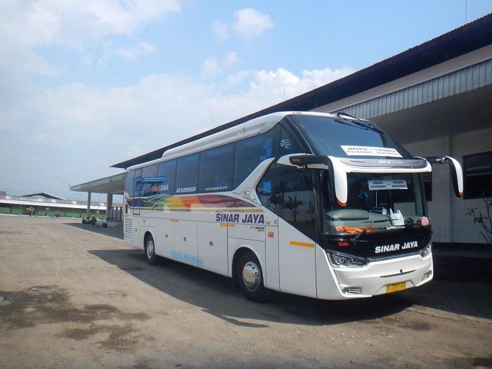 Bus Hino RN 285 yang digunakan PO Sinar Jaya sebagai armada transportasi
