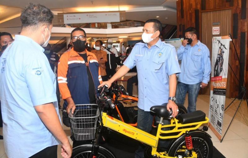 Bamsoet saat meninjau pameran modifikasi sepeda motor di Park 23 Creative Hub, Bali, Jumat (24/9/2021).