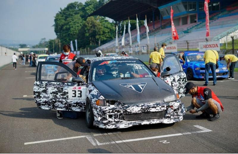 Rian Risky dari tim B16 APSpeed RR Racing akan menempati posisi start STCR 1 di Sentul International Circuit, Bogor besok. (foto : Maximum Dog)