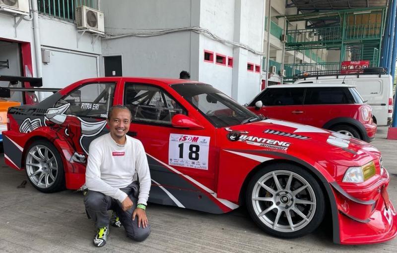 Fitra Eri juga turun di kelas STC2 memakai BMW E36 dengan bendera tim Banteng Motorsport. (ig fitra eri)
