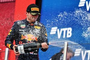 Max Verstappen (Belanda/Red Bull Honda) di podium GP Rusia, hasil di luar perkiraan. (Foto: F1i,com)