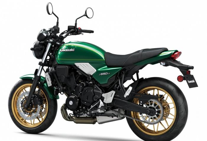 Model Kawasaki Z650 2022 yang memiliki desain retro klasik yang keren